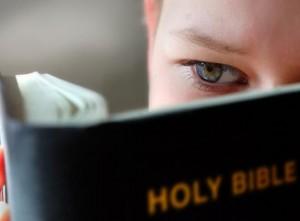 Chấp sự gương mẫu sống đúng với Lời Chúa