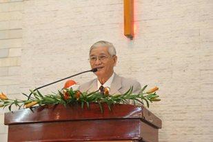MSTS Phan Chí Tâm - Nguyên Chủ tịch HĐ Giáo Phẩm giảng lời Chúa