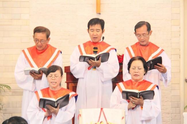Ban hát dẫn Trung Tráng niên