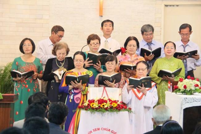 Ban Trung Tráng niên Tôn vinh Chúa