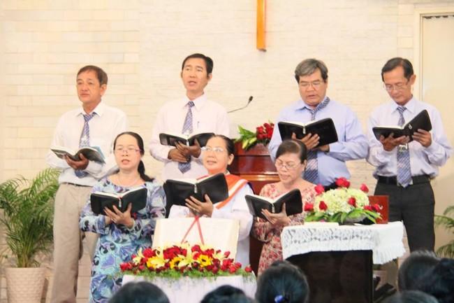 Ban Trung tráng niên tôn vinh Chúa lễ 2