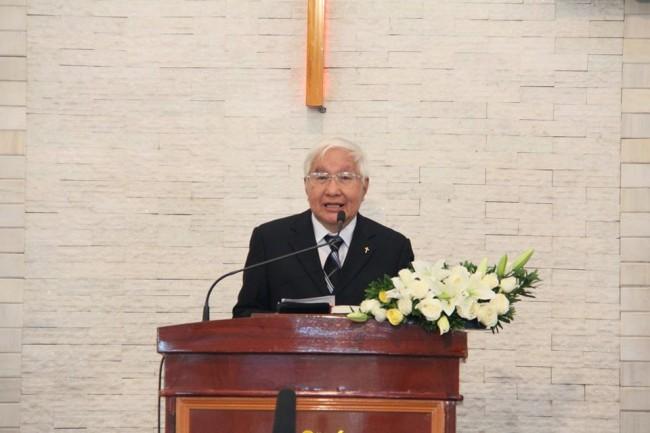 Mục sư Trần Công Chánh giảng lời Chúa
