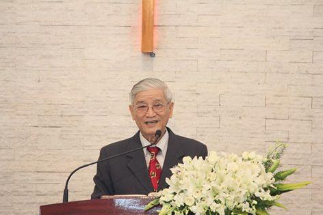Mục sư Trí sự Phan Chí Tâm giảng lời Chúa